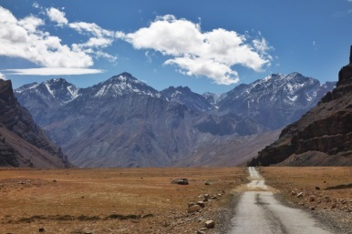 A typical Himalayan empty road, 2024.