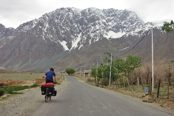 Cycling into Suru valley.
